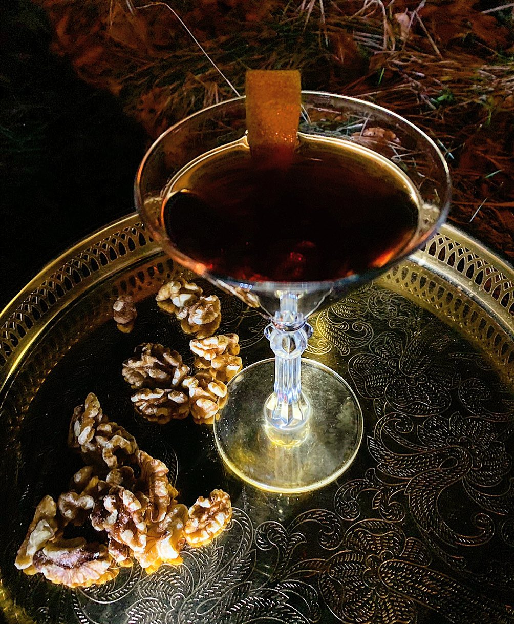 Veckans Cocktail:Santas Nuts -Bourbon, Noix Saint Jean Aperitif, Liquore Chinatto, Black Walnut Bitters #cocktail#cocktails