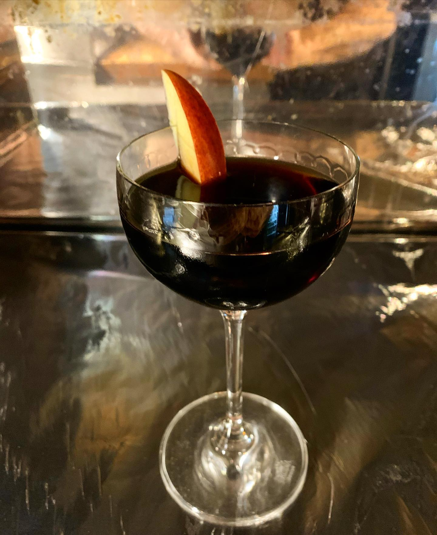 Veckans Cocktail:The Current State Of Things :Svart Vinbärsbrännvin, Calvados, Cassis Noir de Bourgogne, Maraschino, Gran Classico, Aztec Chocolate Bitters, Walnut Bitters #cocktail#cocktails
