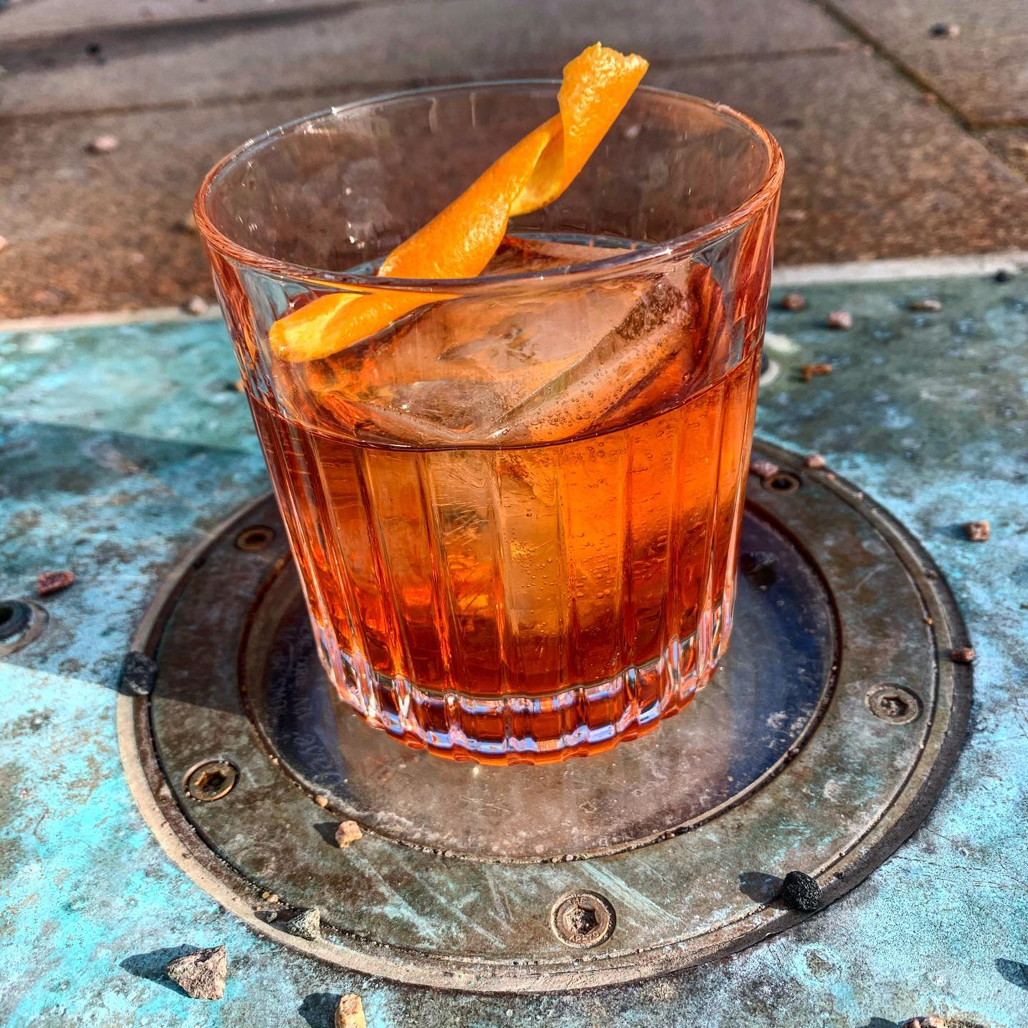 Veckans Cocktail:New Meeting -Mezcal , Aperol , Sherry , Walnutbitters #cocktail#cocktails