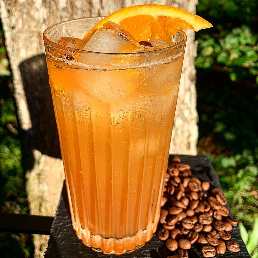 Veckans Cocktail:Det bedste til mig og mine venner -Gammel Dansk, Curaçao Orange, Apelsin,Kallt Kaffe, Råsockerlag, Tonic Water #cocktail#coctails
